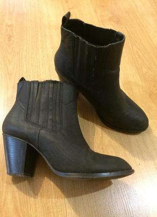 Челси на каблуке осенние ботинки