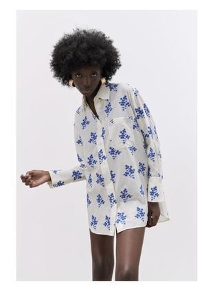 Рубашка в голубыми вышитыми цветами zara