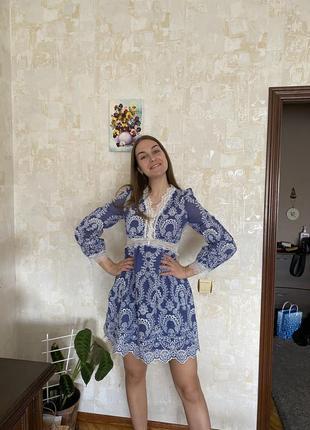 Нарядное короткое голубое платье