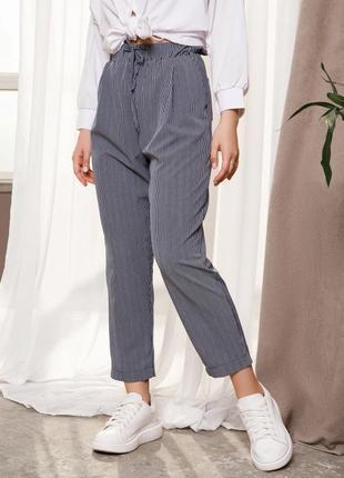 Стильные сине-белые полосатые свободные классические брюки