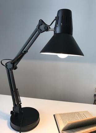 Чёрная настольная лампа 🖤