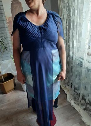 Плаття з паєтками та хвостами