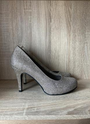 Туфли большого размера на каблуке