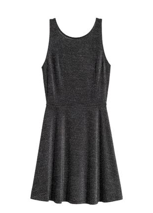 Эффектное расклешённое платье с серебристой нитью h&m
