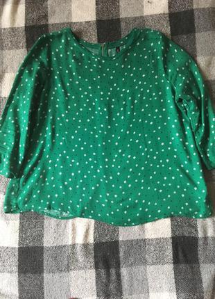 Зеленая блузка в цветочек stradivarius (рукав 3/4)
