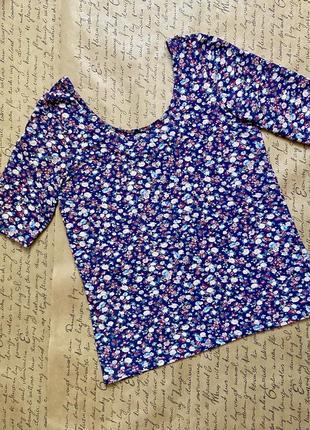 Великолепная синяя блуза в цветочек с вырезом футболка трикотаж хлопок