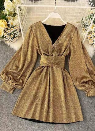 Платье золотое с поясом ремнём блестящее
