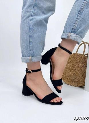 Черные босоножки из эко замши на устойчивом каблуке