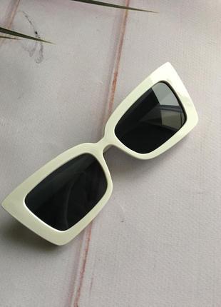 Модные очки лето 2021 белые стильные