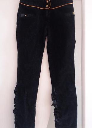 Оригинальные черные вельветовые джинсы брюки со вставками с атласа.