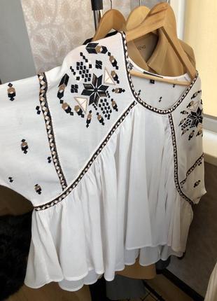 Блузка в етно стилі з вишивкою