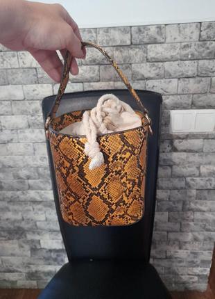 Стильная сумка под питон