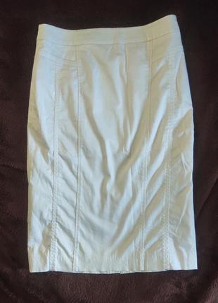 Белая юбка-карандаш до колена