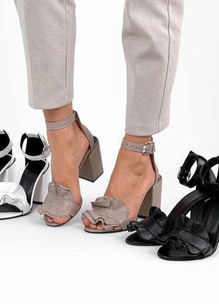 Шикарные босоножки на каблуке