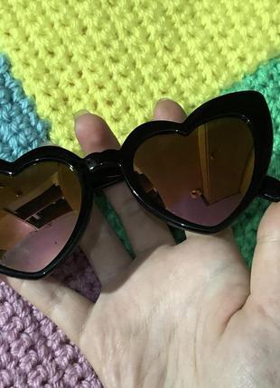 Солнцезащитные очки сердечки