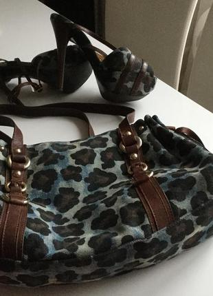 Красивый комплект, сумка и босоножки