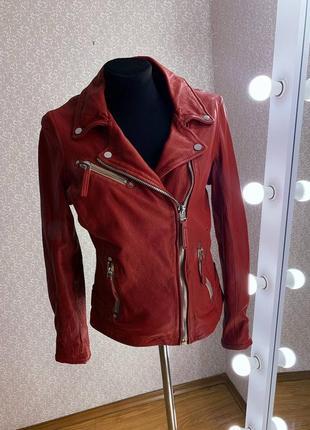 Женская короткая куртка косуха из натуральной кожи