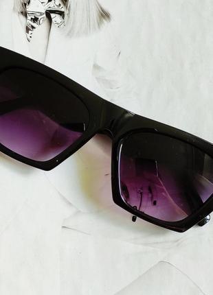 Очки женские солнцезащитные  с острыми краями чёрный с фиолетовым1 фото