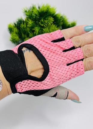 Спортивные женские перчатки