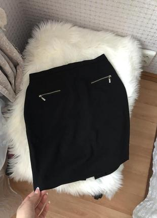 Актуальна чёрная классическая юбка спідниця