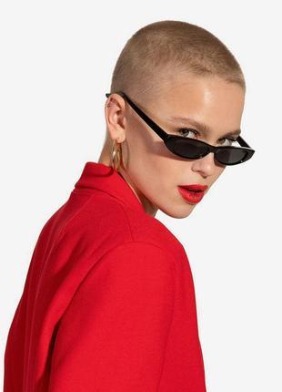 Актуальные узкие очки в стиле vogue