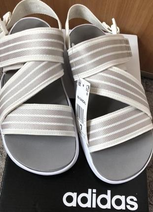 Новые  белые сандали adidas