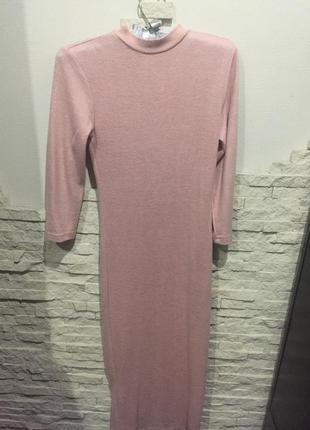 Нежное розовое платье миди