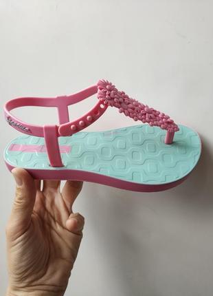 Милые сандалии босоножки с цветами ipanema