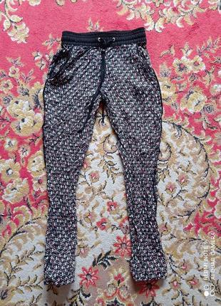 Легкие штанишки из натуральной ткани на манжетах