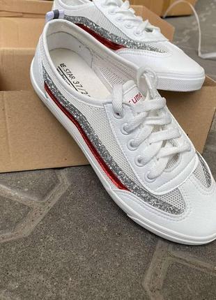 Стильні підліткові кросівки