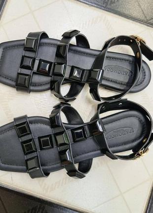 Качественные кожаные босоножки spaziomoda