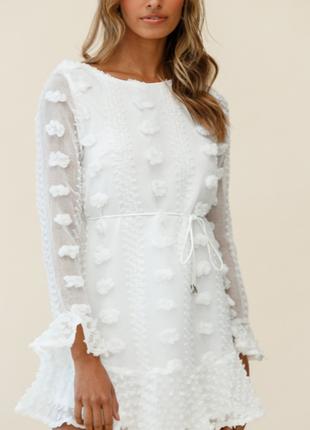 Платье с украшенным длинным рукавом