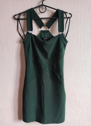 Шикарное изумрудное платье с красивой спинкой