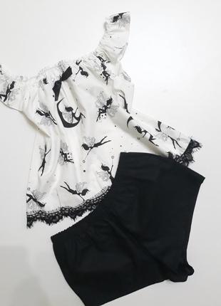 Пижамка:майка и шорты.