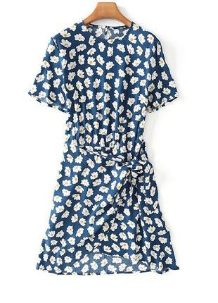 Модное и универсальное платье с принтом