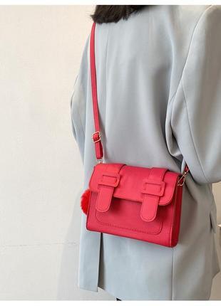 Большая красная сумка-почтальонка