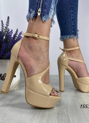 Женские босоножки на каблуке и платформе