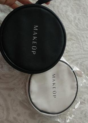 Круглі косметички на замочку з кишенькою всередині та ручкою