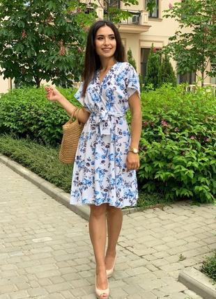 Женское платье в цветочек