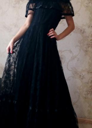 Кружевное платье в пол с воланом на плечах c&a