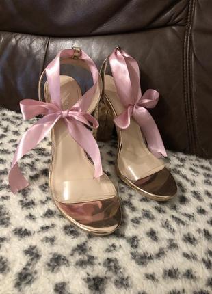 Туфлі босоніжки каблуки