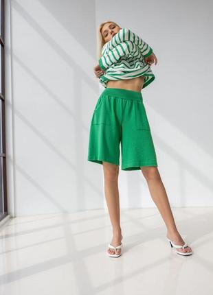 Трикотажные удлиненные летние шорты бермуды прямого силуэта