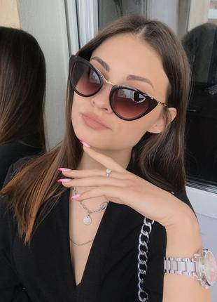 Женские солнцезащитные очки лисички