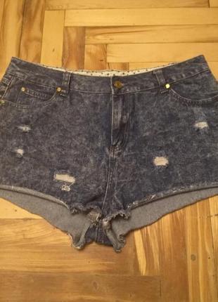 Модные  джинсовые шорты с потертостями. размер 16