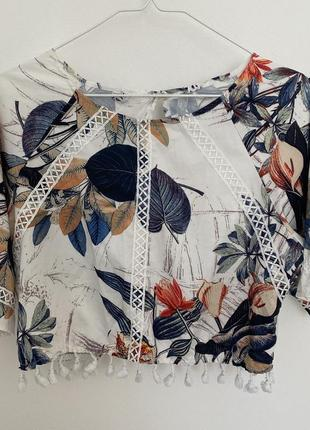 Роскошная блуза с оригинальным кроем и вырезом на спине