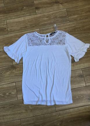 Белая футболка блуза с кружевом и воланами га рукавах studio