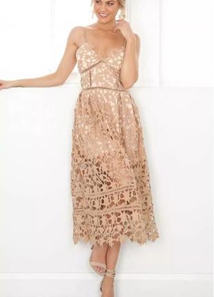 Кружевное бежевое платье