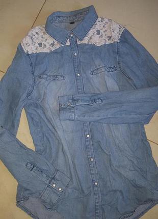 Джинсовая рубашка с кружевом