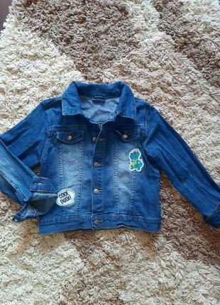 Стильна джинсова куртка