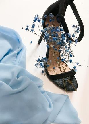 Босоножки на тонком каблуке2 фото